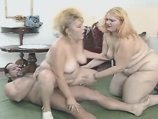 Two amazing fat woman get creamed in orgy on floor
